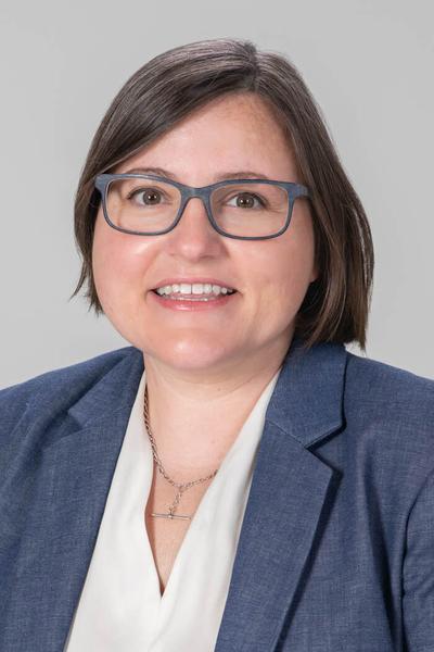 Headshot of Dr. Elizabeth Loomis